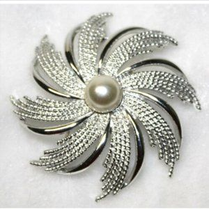 Vintage Sarah Coventry Starburst Brooch Pin Pearl